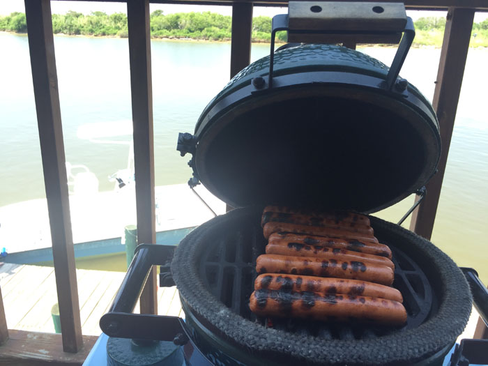Traveling Mini - Grilling Hot Dogs